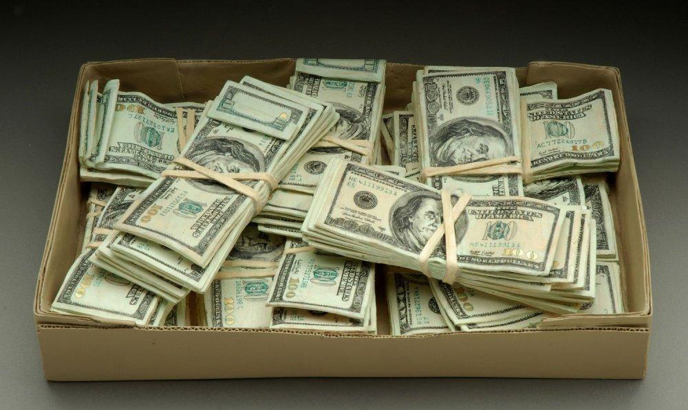 доллары в коробке