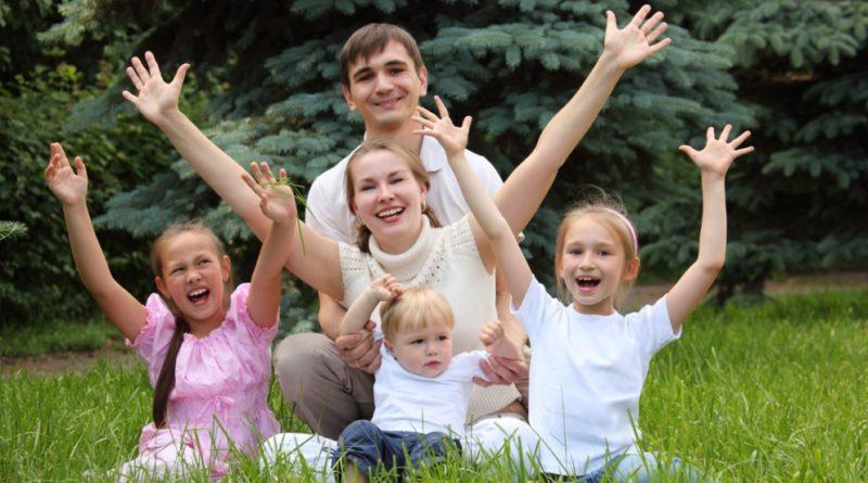 как получить выплаты малоимущим многодетным семьям